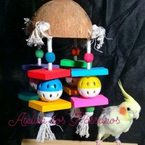 Brinquedo Casca de Coco Natural (Bolinha Plástica Vazada)